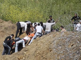 Manifestants arabes blessés sur la frontière du Golan, le 5 juin 2011