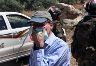 L'ambassadeur Ford à Jisr al-Choughour le 20 juin dernier, sur le théâtre des exploits de ses amis djihadistes