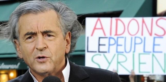 Sur notre photo : Bernard-Henri Lévy s'apprêtant à sauver la Syrie, après la Libye, après l'Irak, l'Afghanistan, le Darfour et la Bosnie...