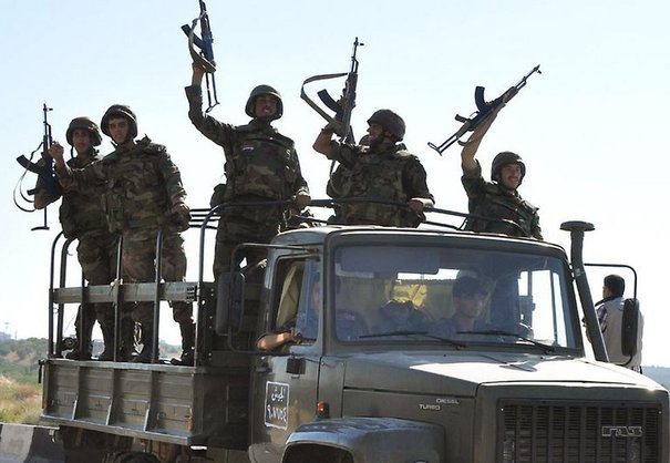 Soldats syriens à Hama le 10 août : ils ont combattu plus souvent des fanatiques armés que des civils réformistes !