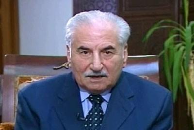 Le général Habib expliquant aux téléspectateurs syriens qu'il n'est pas mort, en fait