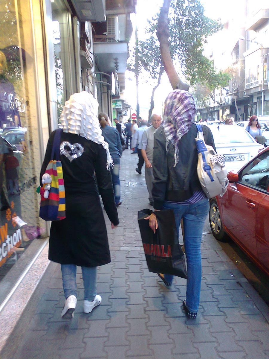 Dames Damascènes dans le quartier Chaalane