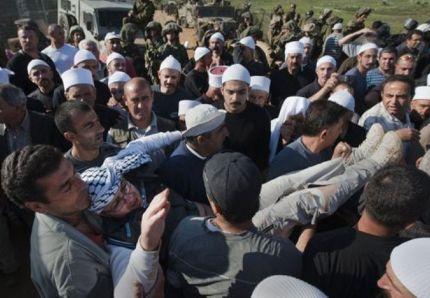 15 mai 2011 : un Palestinien de Syrie évacué après avoir été blessé par des tirs israéliens sur la frontière du Golan : la Syrie n'a jamais été l'ennemie de la cause palestinienne