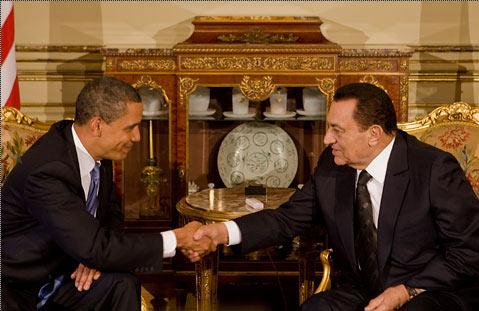 Sur notre photo : Obama serrant la main d'un dirigeant arabe légitime