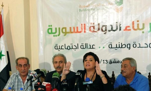 Damas, 12 septembre, conférence de presse du Courant pour l'Edification de l'Etat syrien : Louay Hussein et Mona Ghanem siègent au centre (de la photo)...