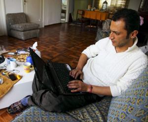 Le cyber-opposant syrien Rami Nakhle en pleine action : une opposition trop branchée pour être honnête, trop virtuelle pour être populaire