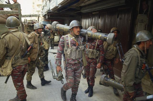 En dépit des rodomontades des dissidents, l'armée syrienne, à recrutement essentiellement sunnite, ne s'est pas désintégrée