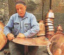 L'artisanat et l'artisan syriens : voilà l'ennemi des bobos syriens exilés !