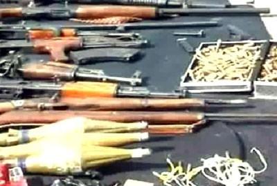 Autre aspect de la lutte contre les groupes armés, les saisies de dépôts ou de convois d'armes