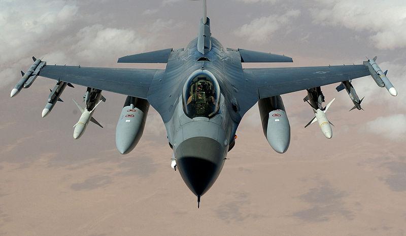 Le chasseur-bombardier américain F-16, futur porte-parole de l'opposition syrienne ?