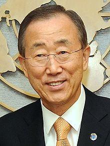 Ban Ki-moon : sourire commercial et alignement total