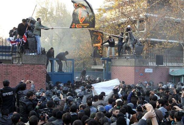 L'attaque de l'ambassade britannique à Téhéran : regrettable, voire condamnable, mais moins grave que les assassinats de scientifiques iraniens par les amis israéliens de MM Cameron et Hague