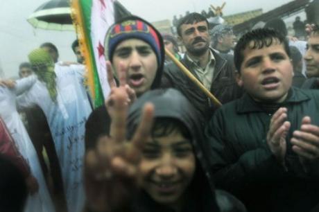 Des manifestants de l'opposition dans un village du nord, le 9 décembre : des gamins qu'on met en avant, pour faire nombre... et faire écran ?