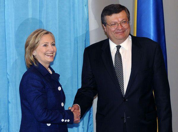 Le chef de la diplomatie ukrainienne est très courtisé mais garde apparemment la tête froide - et le regard clair - sur le dossier syrien