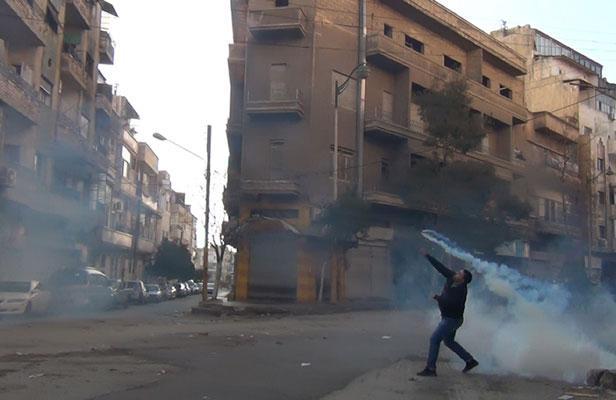 Manifestant à Homs, le 27 décembre 2011 (photo AFP)