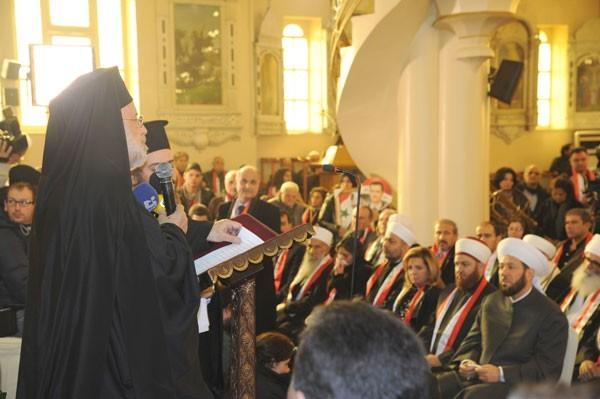 Que cela plaise ou non, c'est le régime en place qui permet cette quasi-exception culturelle dans le monde arabe : la coexistence et même ici (lors des funérailles à Damas des victimes du dernier attentat de Damas) la communion dans la foi et l'unité nationale