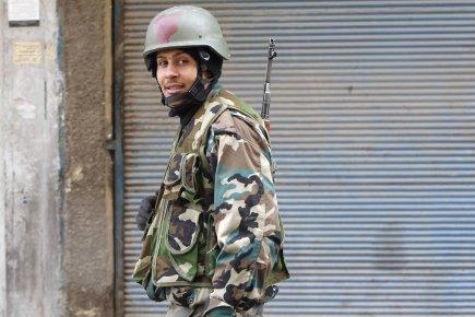 Un soldat de l'armée syrienne en terrain reconquis, ou plutôt nettoyé des bandes armées