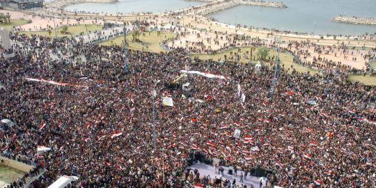 Rassemblement pro-Bachar à Tartous. L'Express le concède : le régime dispose encore de quelques soutiens