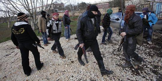 Insurgés photographiés le 8 février à Idleb