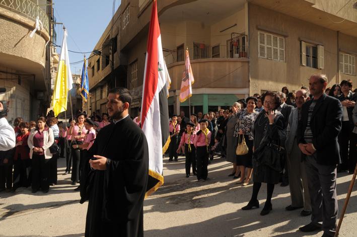 Procession chrétienne à Homs avant l'orage (novembre 2009) : depuis la minorité chrétienne a été victime d'une épuration ethnique perpétrée par les soi disant défenseurs de la liberté