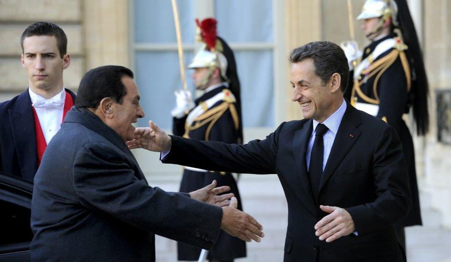 """... un """"méchant"""" pas démocratique s'est glissé parmi les amis arabes de Nicolas..."""