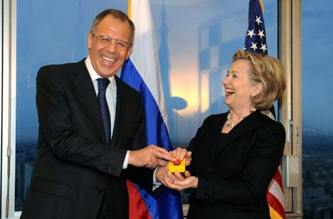 Lavrov et Clinton en 2009 : aujourd'hui, l'une rit plus jaune que l'autre...