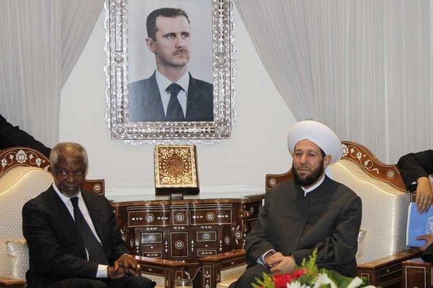 """Kofi Annan avec le Grand mufti de Syrie, le 11 mars : l'envoyé spécial de l'ONU peut bien évoquer sa """"déception"""" devant les caméras, mais une mission de l'ONU est déjà à l'oeuvre en Syrie, avec l'accord du gouvernement"""