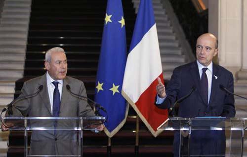 C'est ce qui se murmure assez haut au Quai d'Orsay : Juppé, (ici avec Ghalioun à Paris en novembre dernier) a misé sur le mauvais cheval (CNS) en Syrie, ce contre l'avis de notre ambassadeur à Damas