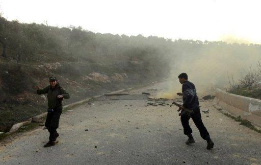 Des ASL évoluent avec grâce devant l'appareil d'un reporter de l'AFP, à Idleb, le 20 mars (avant de se replier vers la Turquie)