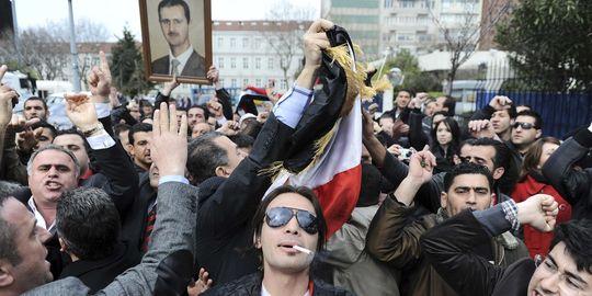 D'autres amis, plus sûrs, de la Syrie, à Istambul le 1er avril