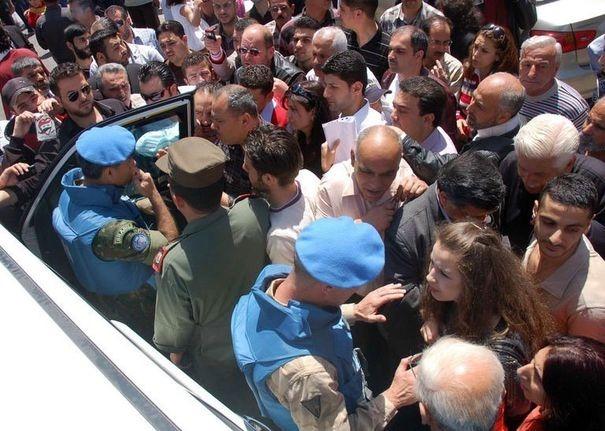 Damas considère que les bérets bleus, garants de la neutralité de l'ONU, ne sauraient se recruter parmi des nations en état de belligérance (diplomatique) contre la Syrie