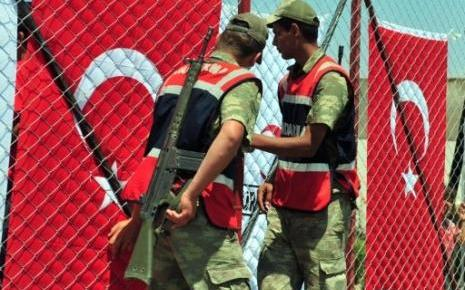 """Gardes-frontière turcs : ils ont depuis des mois """"allégé"""" les formalités pour les bandes armées à destination de la Syrie"""