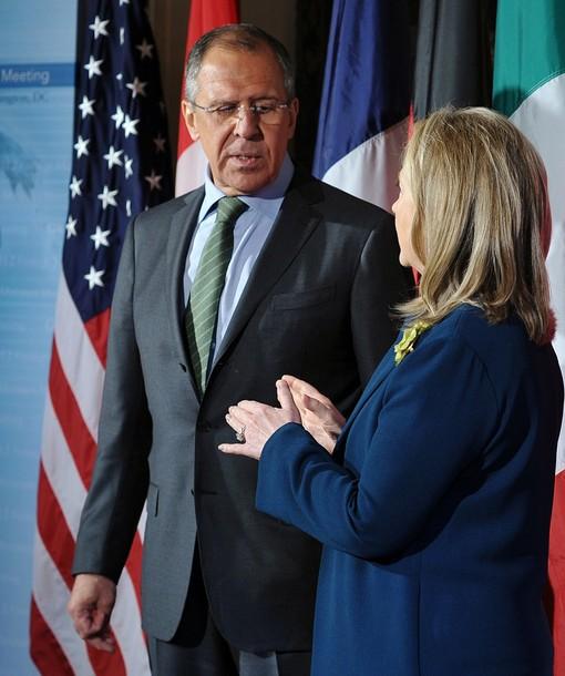 Lavrov et Clinton au sommet du G8 : le premier marque, et même freine la seconde
